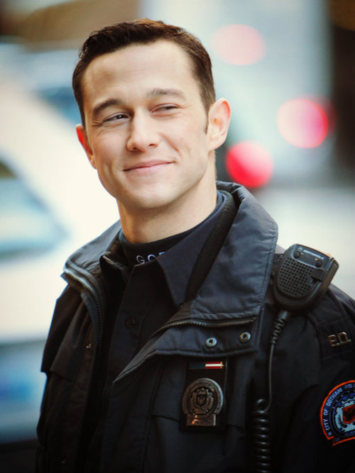Joe-as-John-Blake-joseph-gordon-levitt-31861136-500-667