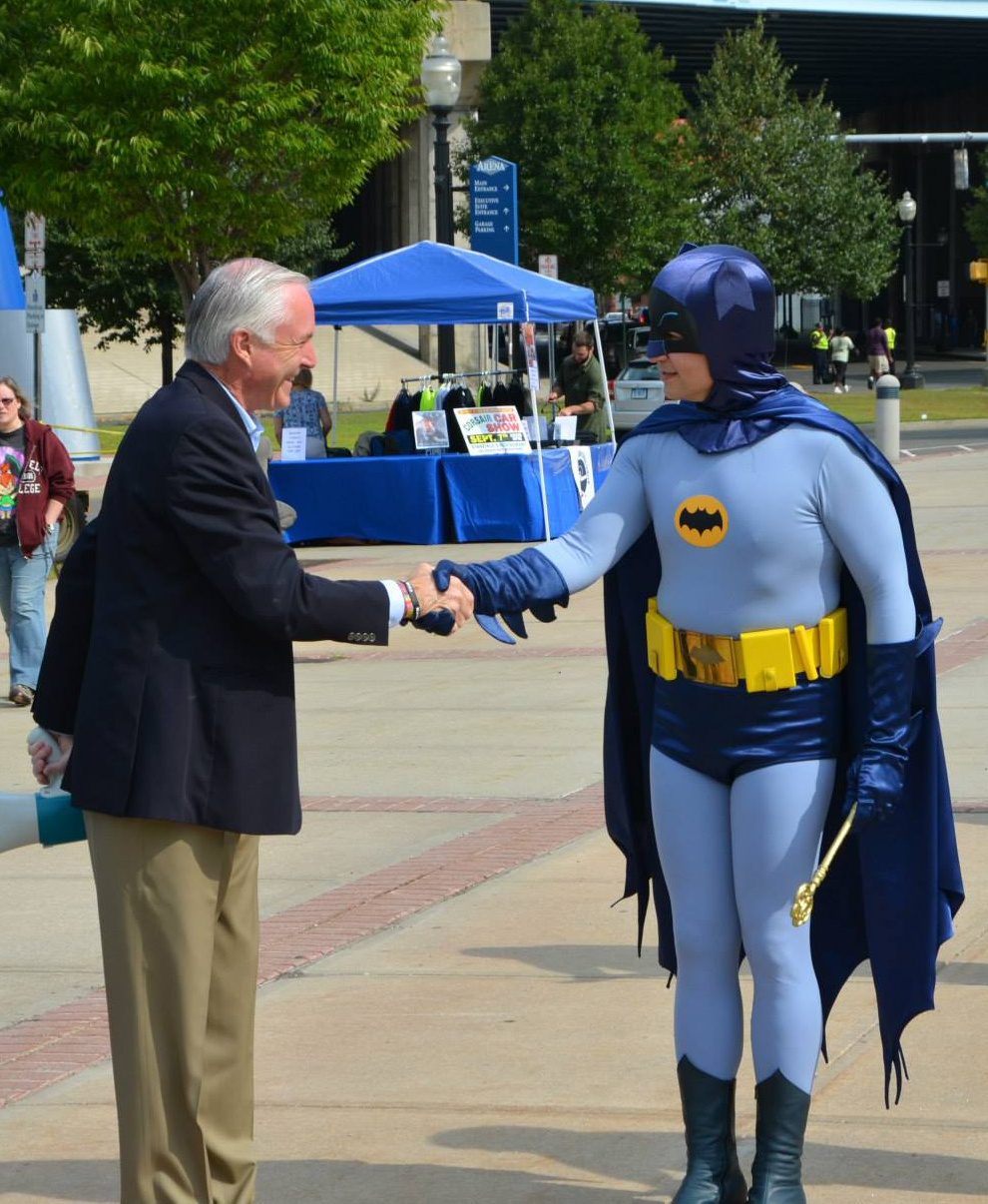 Greeting Mayor Linseed -- I mean, Mayor Finch of Bridgeport, Conn., as part of Connecticut ComicConn.
