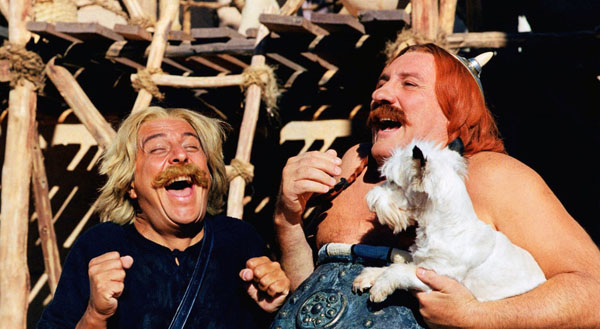 Christian Clavier as Asterix and Gérard Depardieu as Obelix in ASTERIX: MISSION CLEOPATRA (2002)