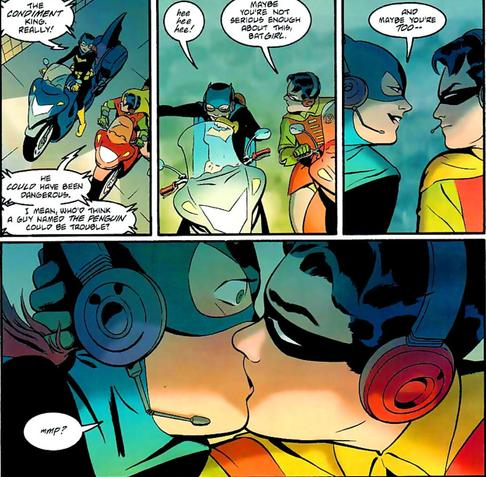 batgirl-robin-first-kiss