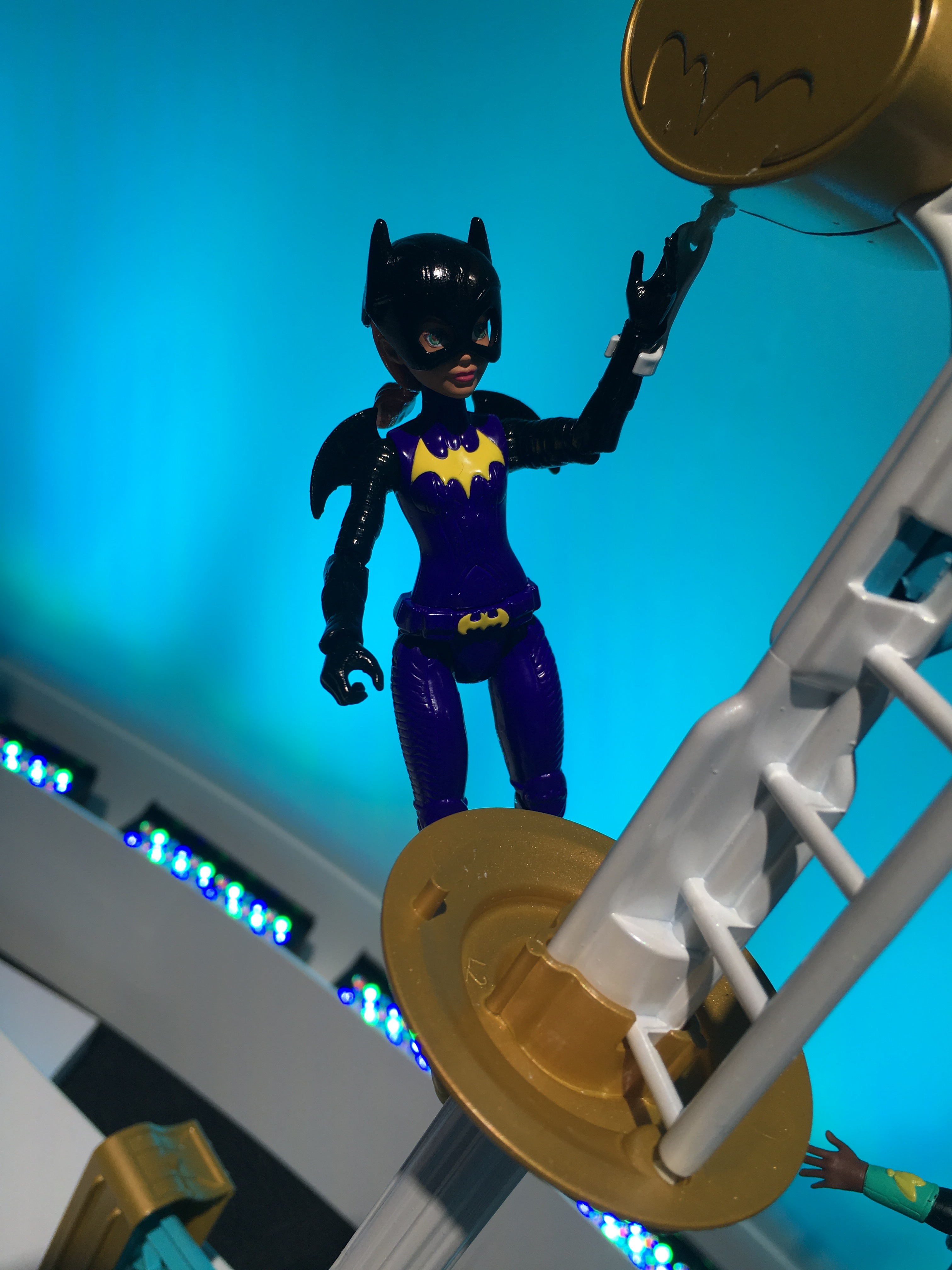 My only beef is that Removable Cowl Batgirl is exclusive to the $50 playset out this fall.