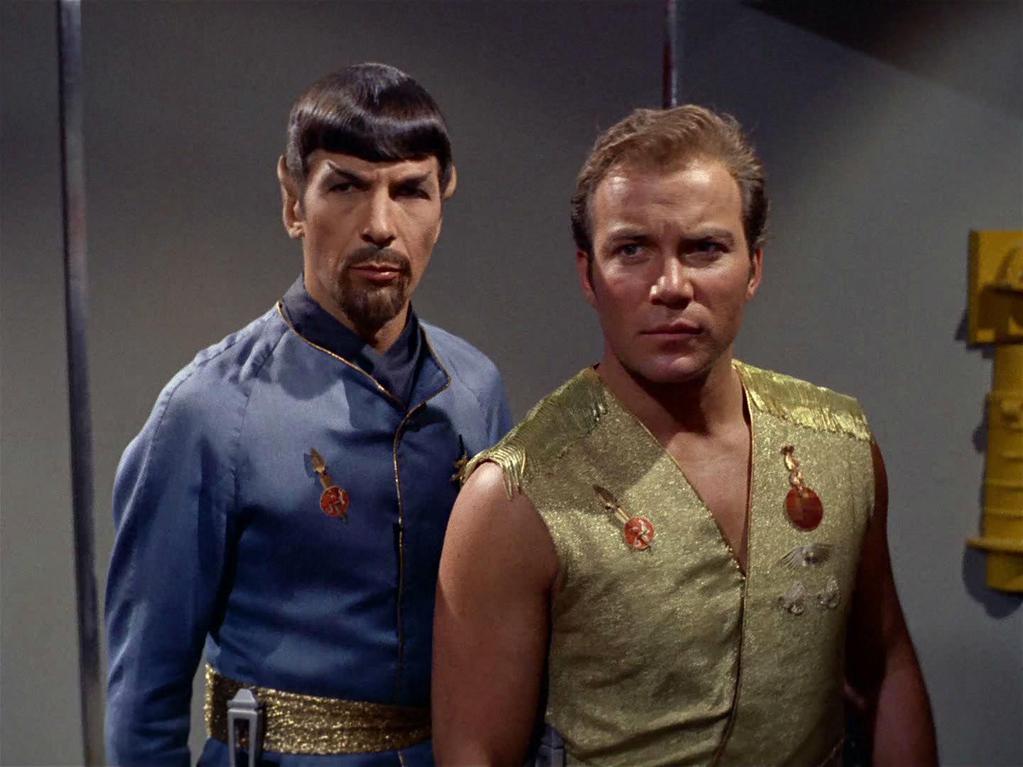 kirk_and_spock_mirror